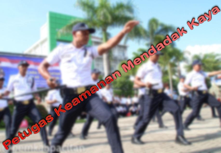 Petugas Keamanan Mendadak Kaya